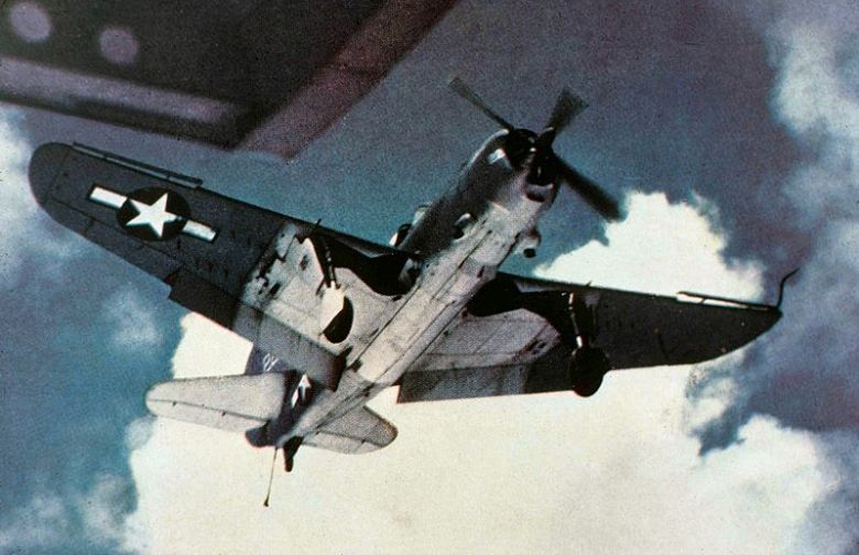800px-SB2C_approaching_USS_Wasp_(CV-18)_c1944
