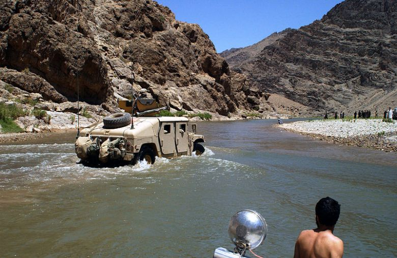 800px-US_humvee_crossing_a_small_river_in_Afghanistan