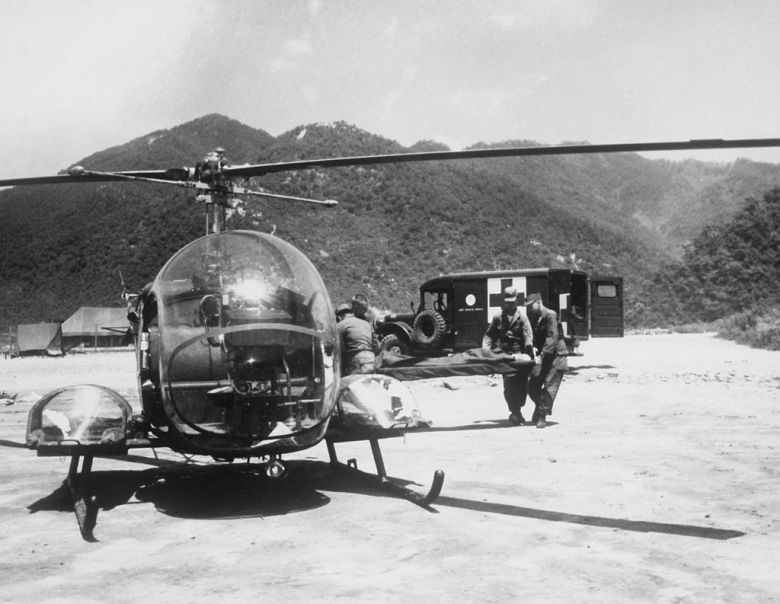 Medics_carry_wounded_soldier_to_H-13_helo_KOrea_1953.JPEG