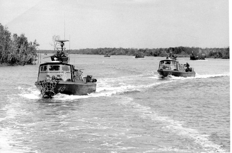 Fast_Patrol_Craft_operating_up_a_river