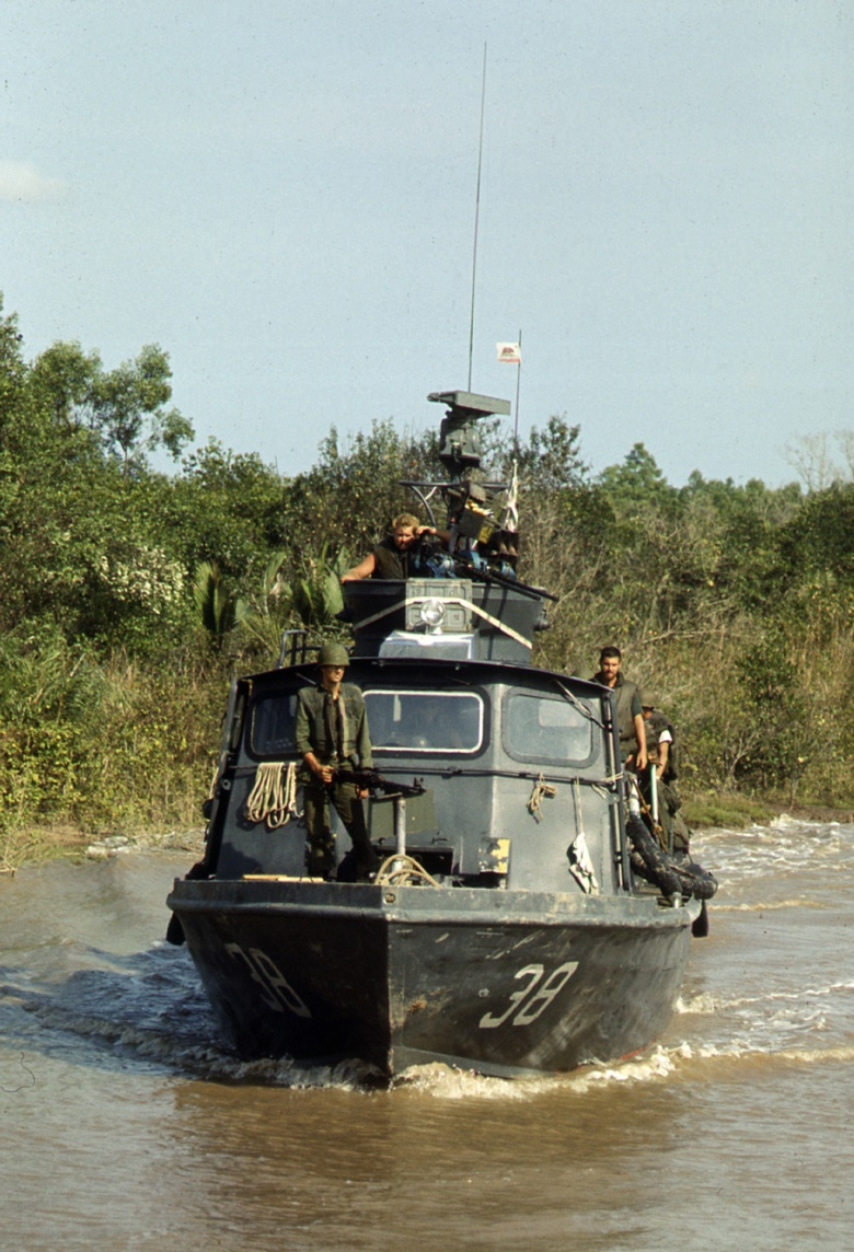 Fast_Patrol_Craft_PCF-38_on_Cai_Ngay_canal_1970