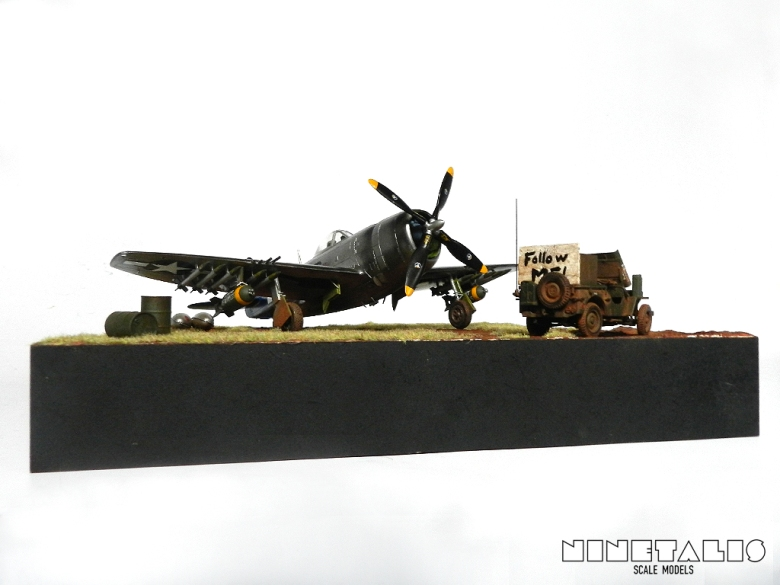 A low point of view on the diorama from the left side
