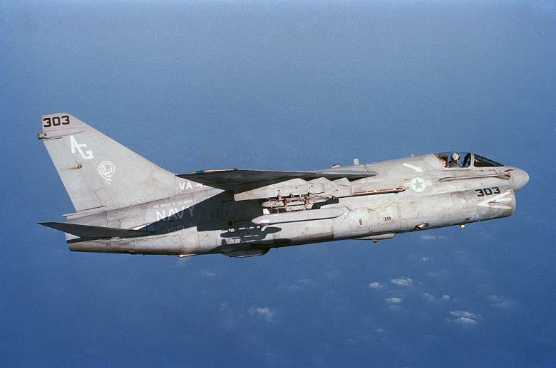 1024px-A-7E_Corsair_II