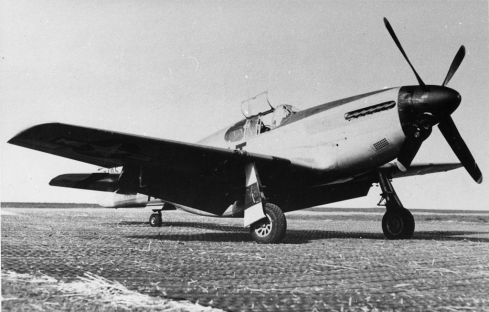 354th_Fighter_Group_-_P-51B_Mustang_at_RAF_Goxhill