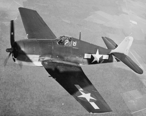F6F-3_Hellcat_in_flight_near_NAS_Patuxent_River_in_February_1944