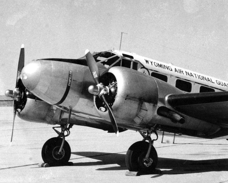 1280px-Beechcraft_C-45_Wyoming_ANG_1950s