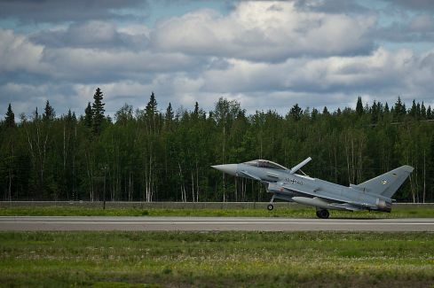 605745_german_air_force_eurofighter_typhoon_lands_at_eielson_afb_alaska__usa_2012-1