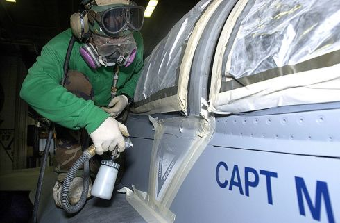 800px-us_navy_020724-n-2781v-016_aircraft_painting_and_maintenance_aboard_ship