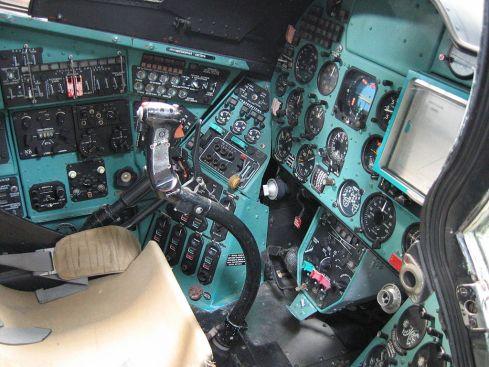 1024px-helicopter_cockpit_mil_mi-24d_hind