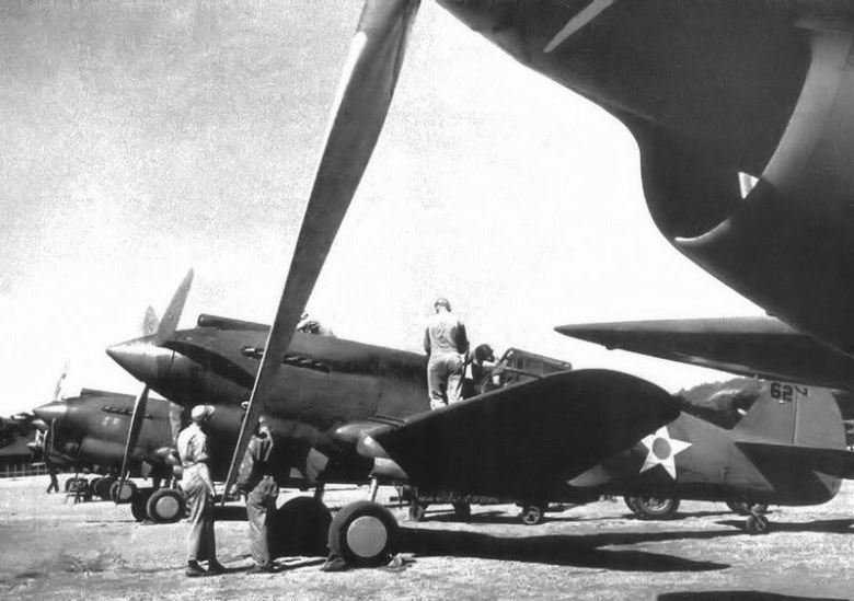 20th_pursuit_squadron_curtiss_p-40b_warhawks_nichols_field_luzon_philippines