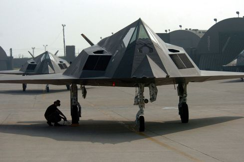 f-117_nighthawk_fighter_during_an_end_of_runway_check-1