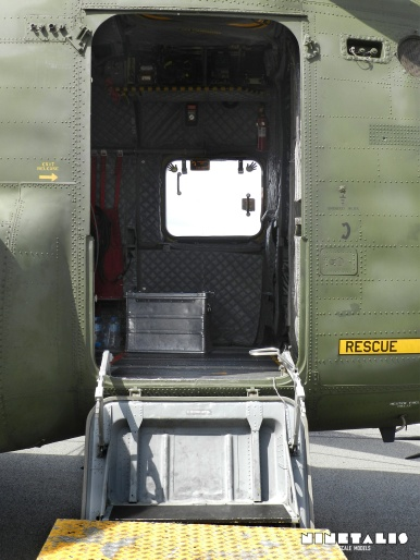 chinook-w-door