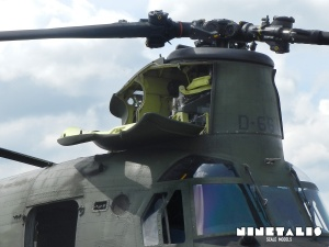 chinook-w-enginecloseup