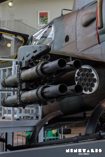 JGSDF-AH1S-W-LeftweaponsVert