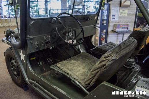 M151A1-W-frontseats
