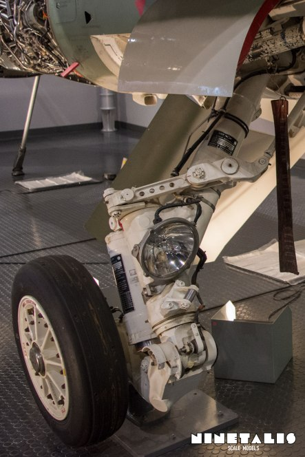 Mitsubishi-F1-W-Mainlandinggear4vert