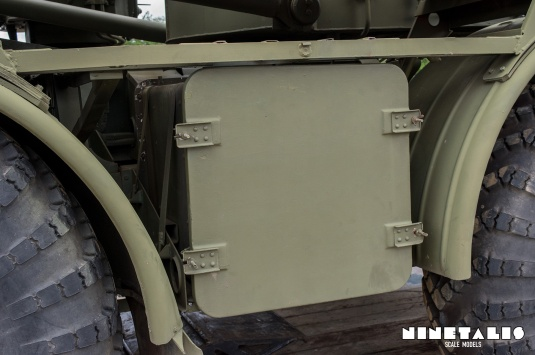 ZIL135-leftsidedetail2