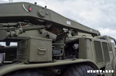 ZIL135-rightsidecrane