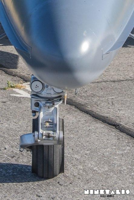 W-Alphajet-frontlandinggear4