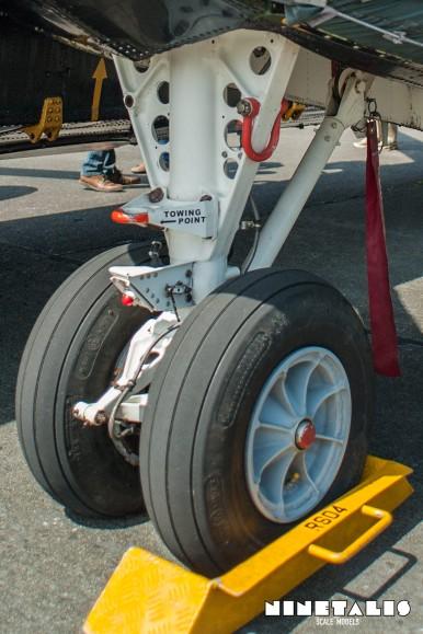 W-SeakingRS05-ver-landinggeardetail